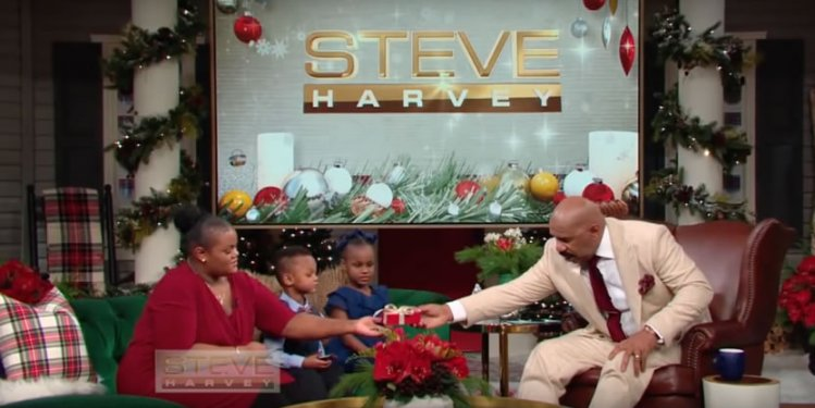Video: Steve Harvey Holiday Set